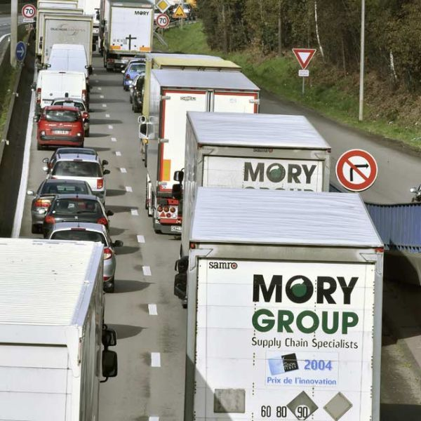 01.04.Transport.Routier.Mory.GEORGES GOBET.AFP.640.640