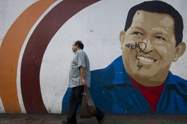 02.01 Hugo Chavez mur gravure_MAX PPP 930620