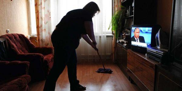 03.04.Menage.femme.foyer.OLGA MALTSEVA.AFP.1280.640