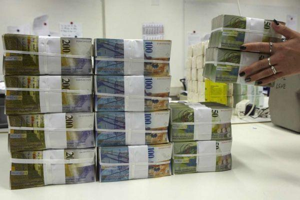 04.04.Argent.billet.franc.Suisse.liasse.Reuters.930.620