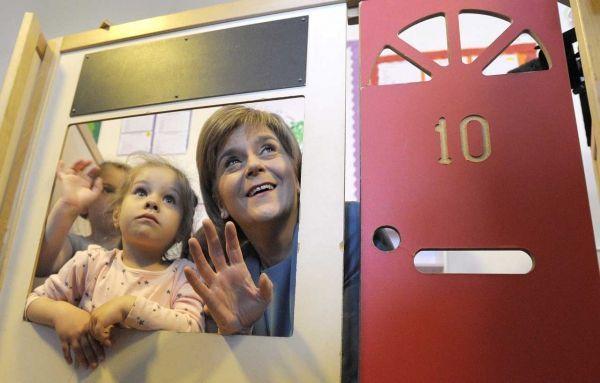 Nicola Sturgeon lors de la visite d'une école maternelle à Livingston le 5 mai 2015