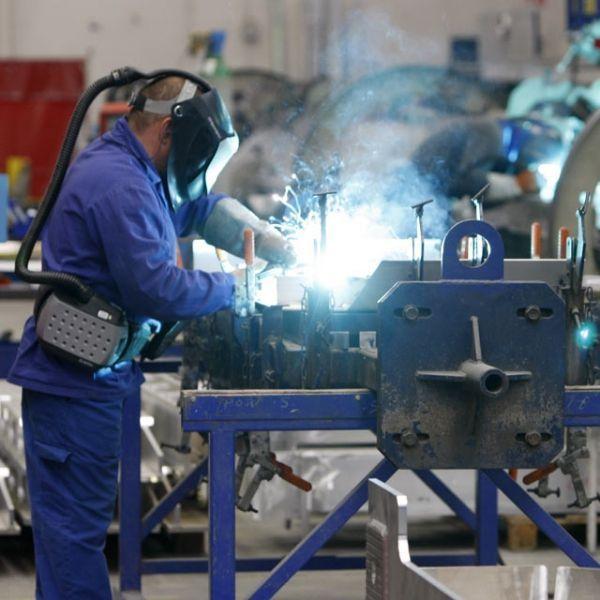 08.09.Industrie.siderurgie.soudeur.Reuters.640.640
