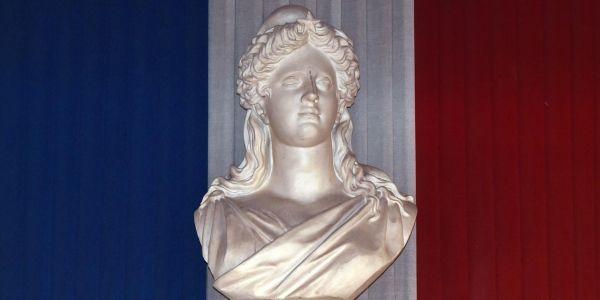 11.02.Marianne.drapeau.fonctionnaire.PASCAL PAVANI.AFP.1280.640