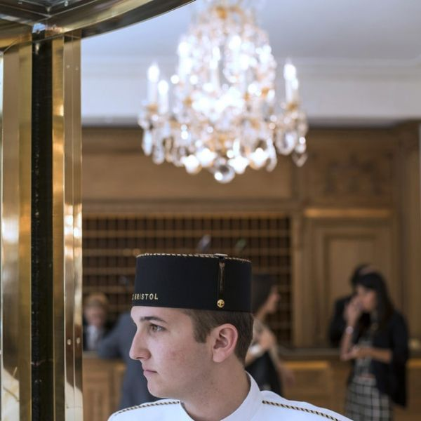 12.02.Hotellerie.hotel.groom.Fred Dufour.AFP.640.640