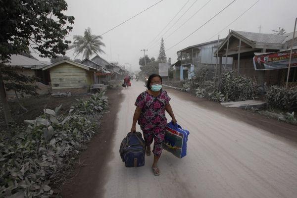 13.01-sinabung-evacuation