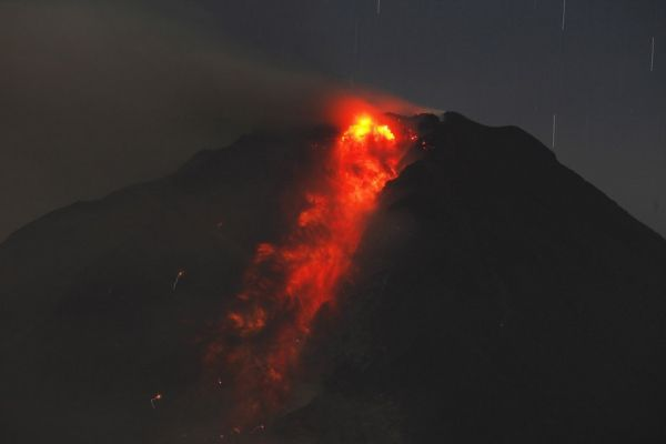 13.01-sinabung-lave