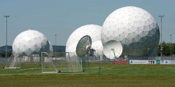 14.05.Espionnage.parabole.surveillance.CHRISTOF STACHE.AFP.1280.64