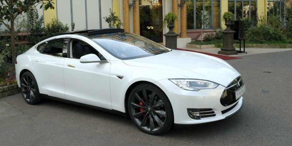 16.02 1280x640 Tesla