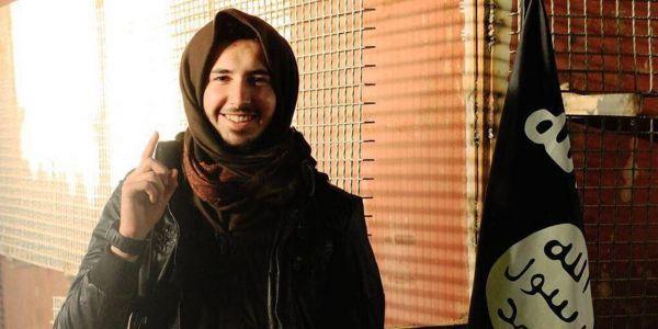 """20.02 Photo diffusée par Welayat Salahuddin, un organe de propagande de l'Etat islamique, du jihadiste français Pierre Choulet, surnommé """"Abou-Talh..."""