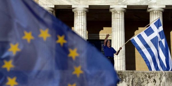 24.06.Grece.Athenes.Europe.Drapeaux.ARIS MESSINIS  AFP.1280.640