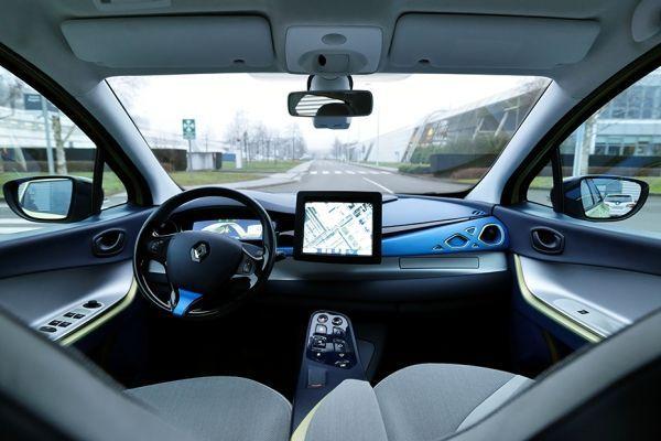 28.03 Renault Next-Two autonome voiture 930 x 620