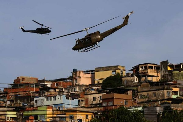 30.03.Rio.favela.Mare.armee.helicoptere.Reuters.930.620