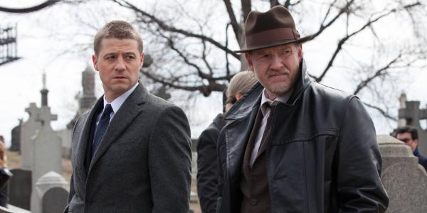 Le détective James Gordon et son acolyte Harvey Bullock, duo de héros attachant.