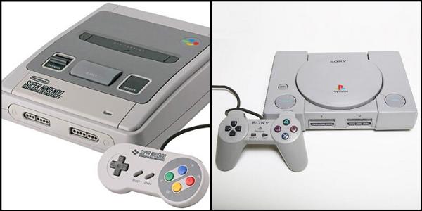 À gauche, la Super NES ; à droite, la Playstation.