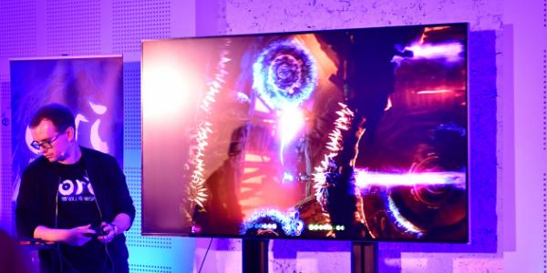 Joueur lui-même depuis l'enfance, Gareth Coker tient à synchroniser la façon de jouer avec l'écoute de la musique (Xbox France).