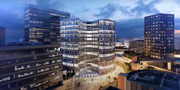 Le bâtiment du Campus Cyber a été construit au bord de la Seine, au bout de l'esplanade de La Défense.
