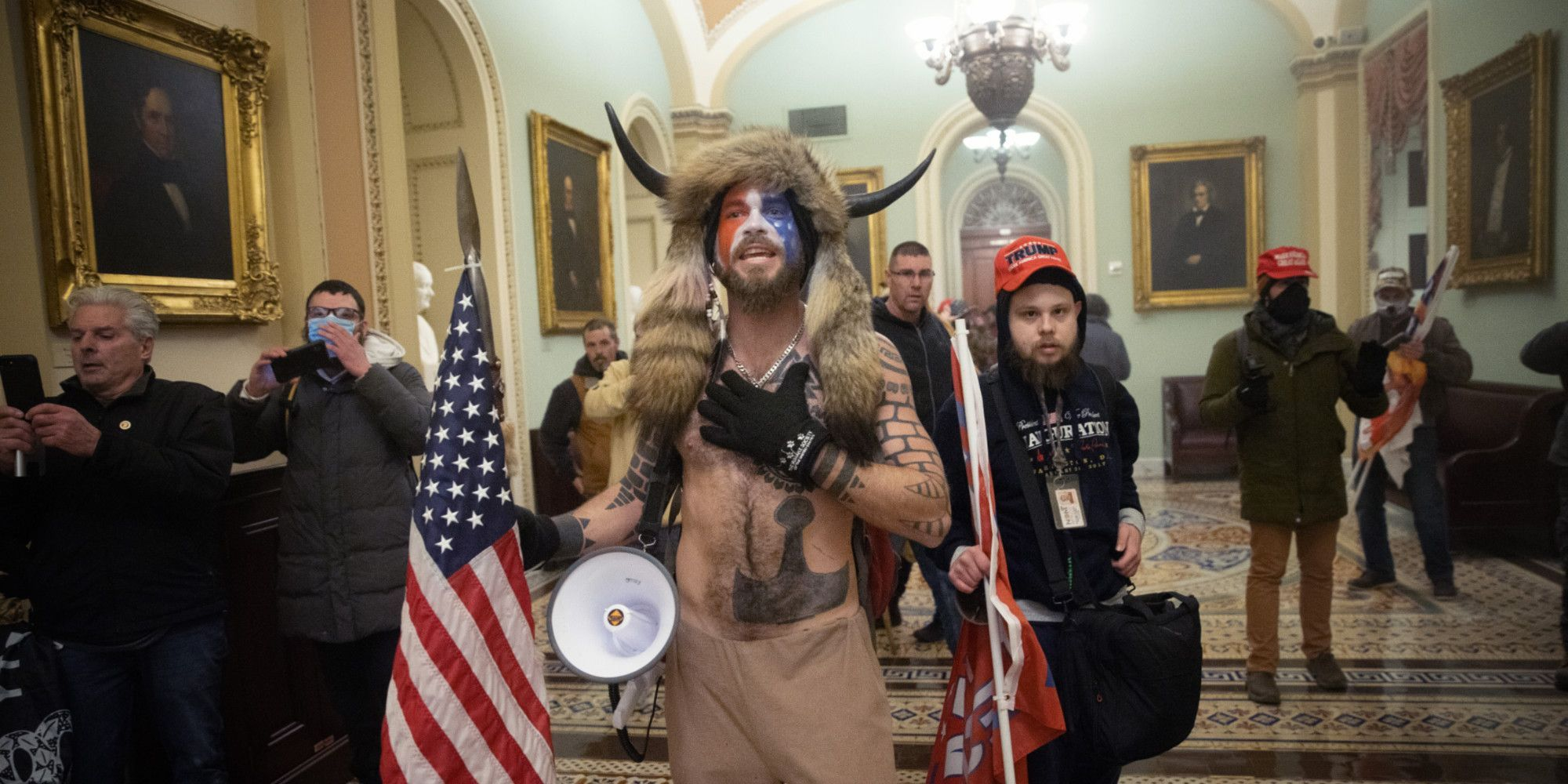 Manifestants à l'intérieur du Capitole.