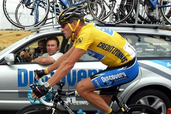 Armstrong avec Bruyneel sur le Tour 2005 (930x620)