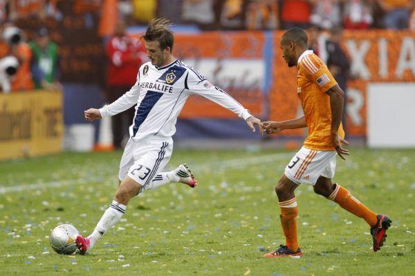 Beckham sur la pelouse (930x620)