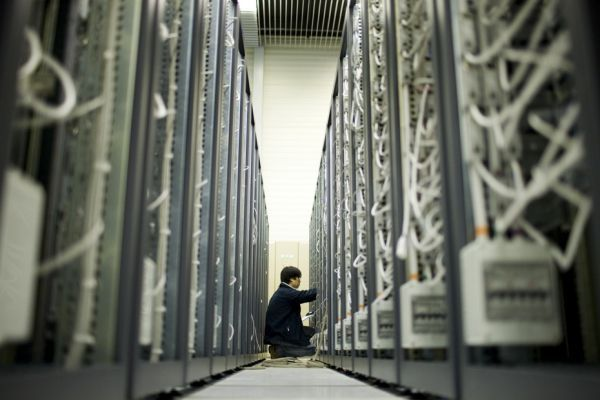 data-center-centre-donnees-ordinateur-REUTERS-930x620