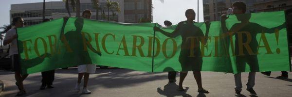 Des fans manifestent contre Teixeira (930x620)