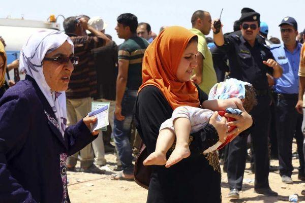 Des habitants de Mossoul fuient leur ville