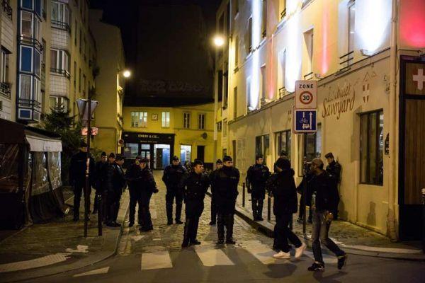 devant le théatre de la Main d'Or où Dieudonné se produit à Paris