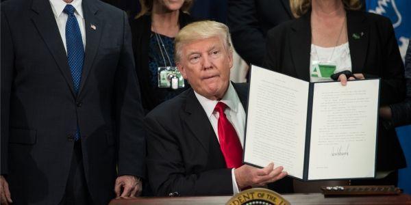 Donald Trump multiplie les signes contre les immigrés aux États-Unis.