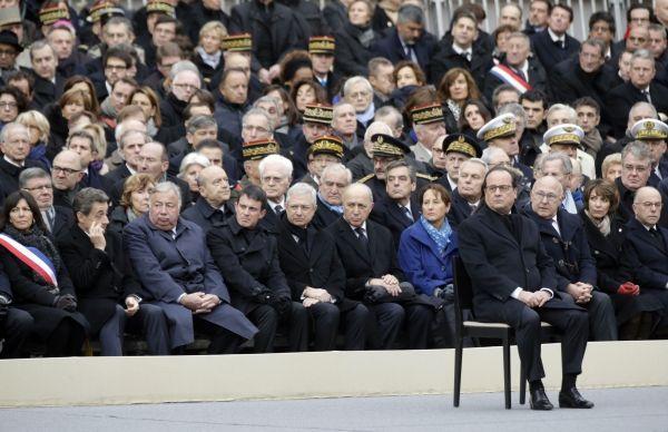 Hommage invalides Hollande gouvernement