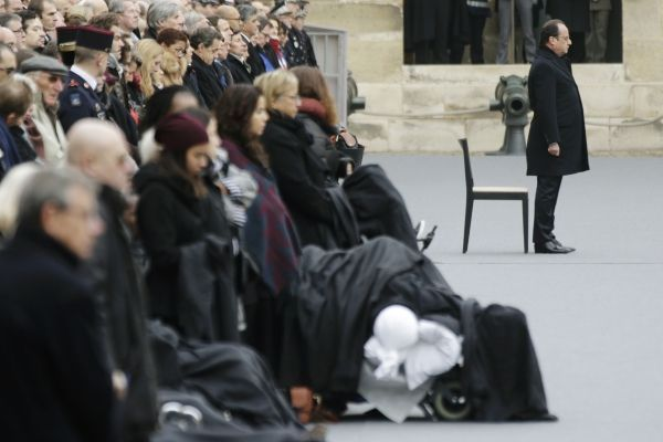 Hommage invalides Hollande