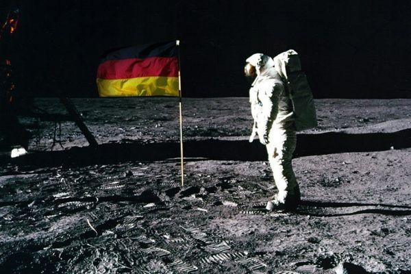 Image modifiée du 1er homme sur la lune