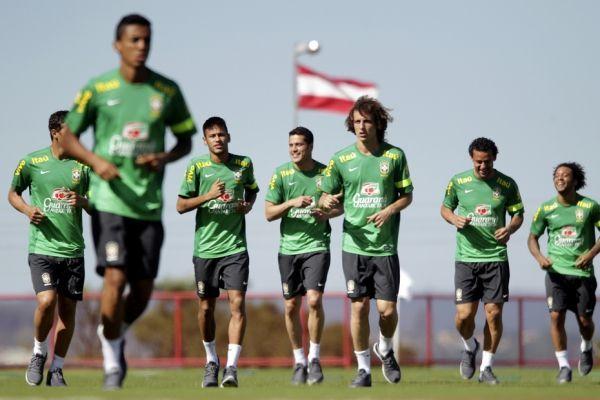 Joueurs brésiliens à l'entraînement (930x620)
