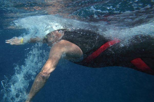 Lance Armstrong sous l'eau (930x620)