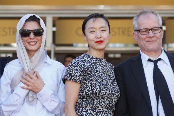 Les actrices Leila Hatami et Jeon Do-yeon, accompagnées de Thierry Fremaux.