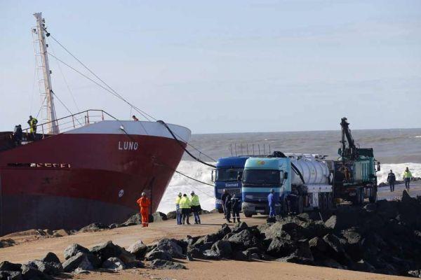 Les opérations de pompage débutent sur la cargo échoué à Anglet