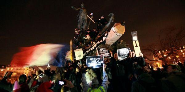 manifestants Charlie place de la Nation nuit