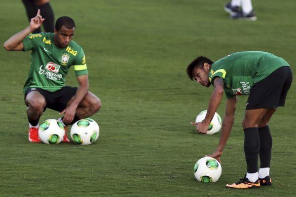 Neymar et Lucas (930x620)