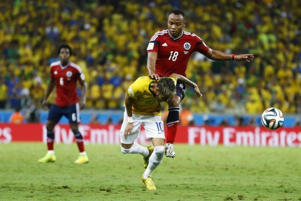 Neymar et Zuniga (930x620)