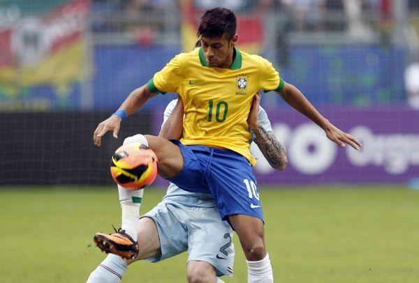Neymar face aux Bleus (930x620)