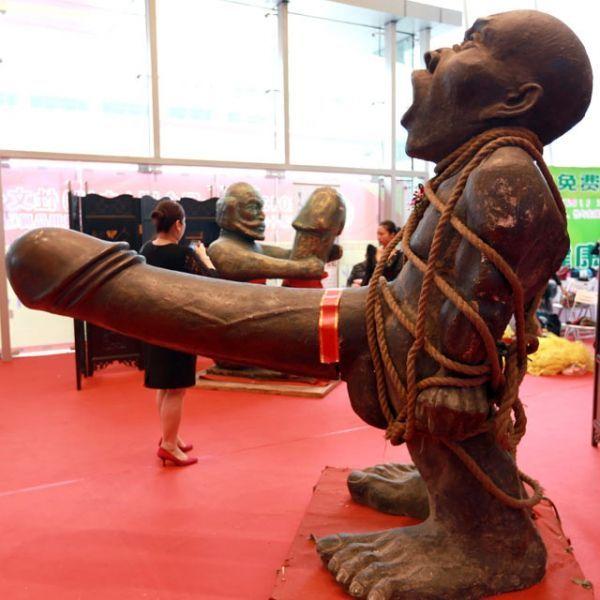 Pénis-géant-sculpture-Chine