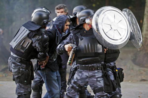 Policiers en marge de Mexique-Italie (930x620)