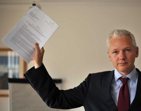 PORTRAIT-Assange-papiers-BE