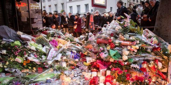 République hommage fleurs 1280