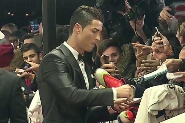 Ronaldo sur le tapis rouge (930x620)
