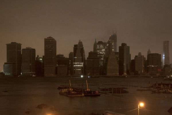 sandy ouragan new york skyline manhattan dans le noir REUTERS 930620