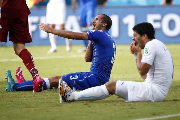 Suarez contre Chiellini (930x620)