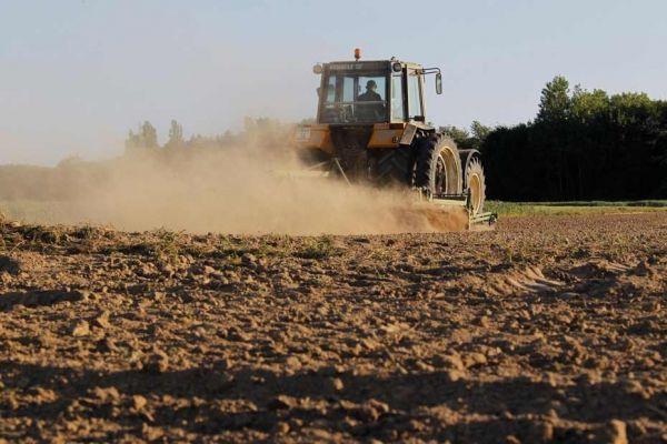 tracteur-secheresse-reuters 930x620