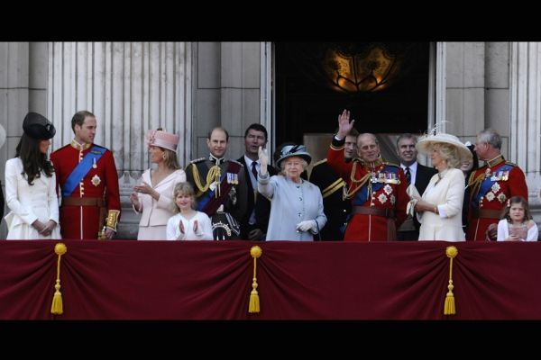 Trooping the colour londres anniversaire reine elizabeth famille royale REUTERS 930620