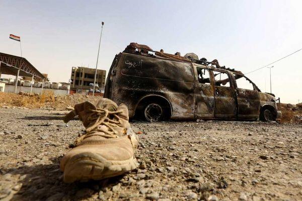 Véhicule brûlé en Irak