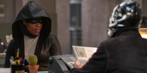 """Regina King interprète Sœur Nuit dans la série """"Watchmen"""" de HBO."""